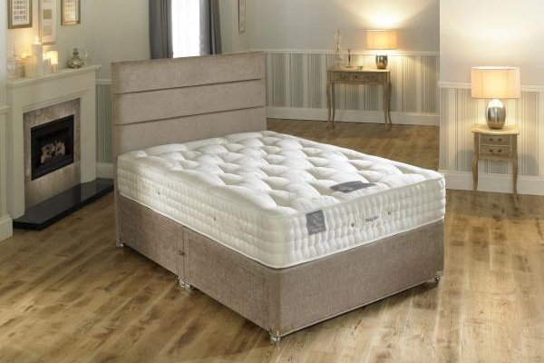 Hampton Bed Company Heritage Collection Pocket Spring Bed - Mayfair 2000 Divan Bed with a Banbury Floor Standing Headboard