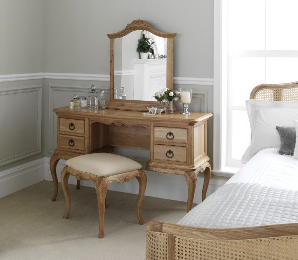 Willis & Gambier Charlotte Dressing Table, Stool, Mirror & Bedstead